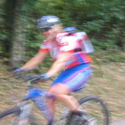 Elle est tellement rapide que l'appareil photo n'a pas réussi à figer le mouvement!!!!